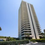 exterior of high rise condominium building in Jupiter, FL